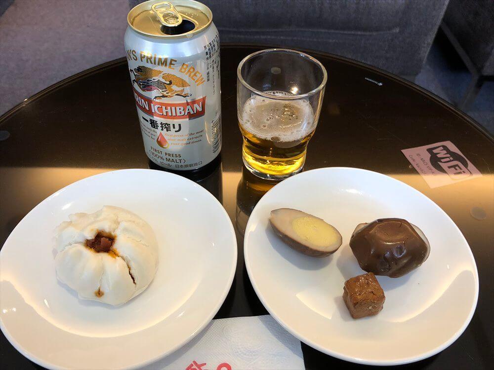 台北松山空港の国際線ラウンジのビール
