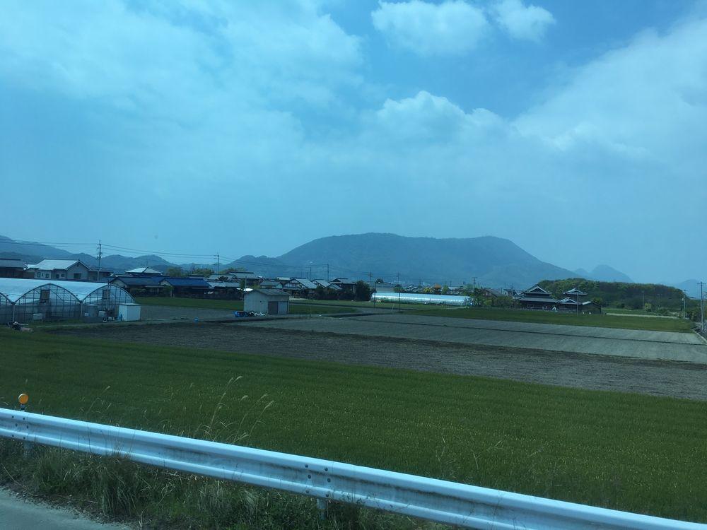 香川県のテーブルの山