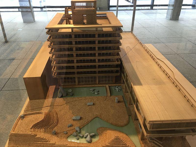 香川県庁の東館の模型