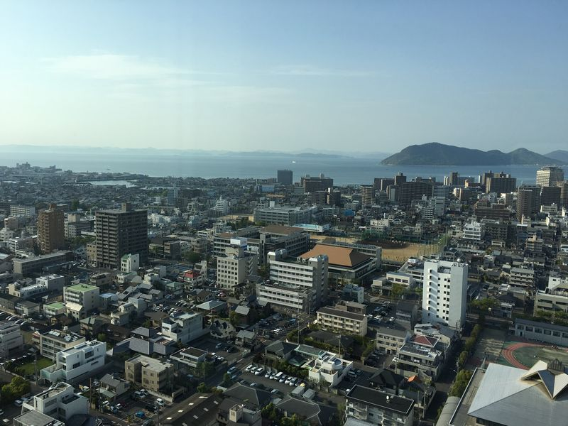 香川県庁舎の展望室から瀬戸内海