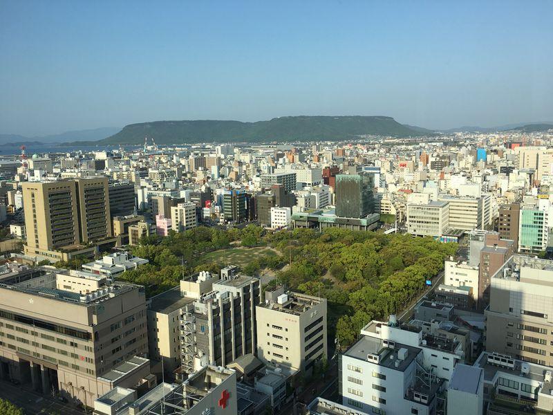 香川県庁舎の展望室から屋島