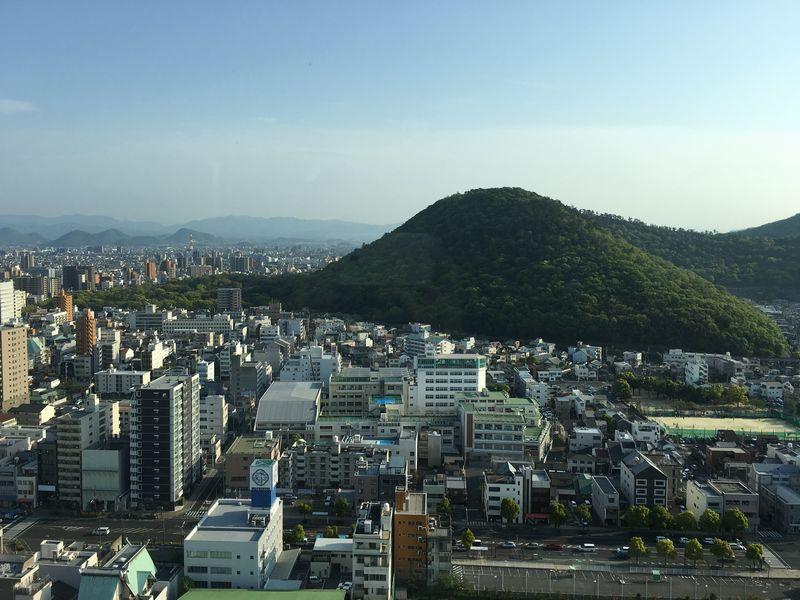 香川県庁舎の展望室から紫雲山