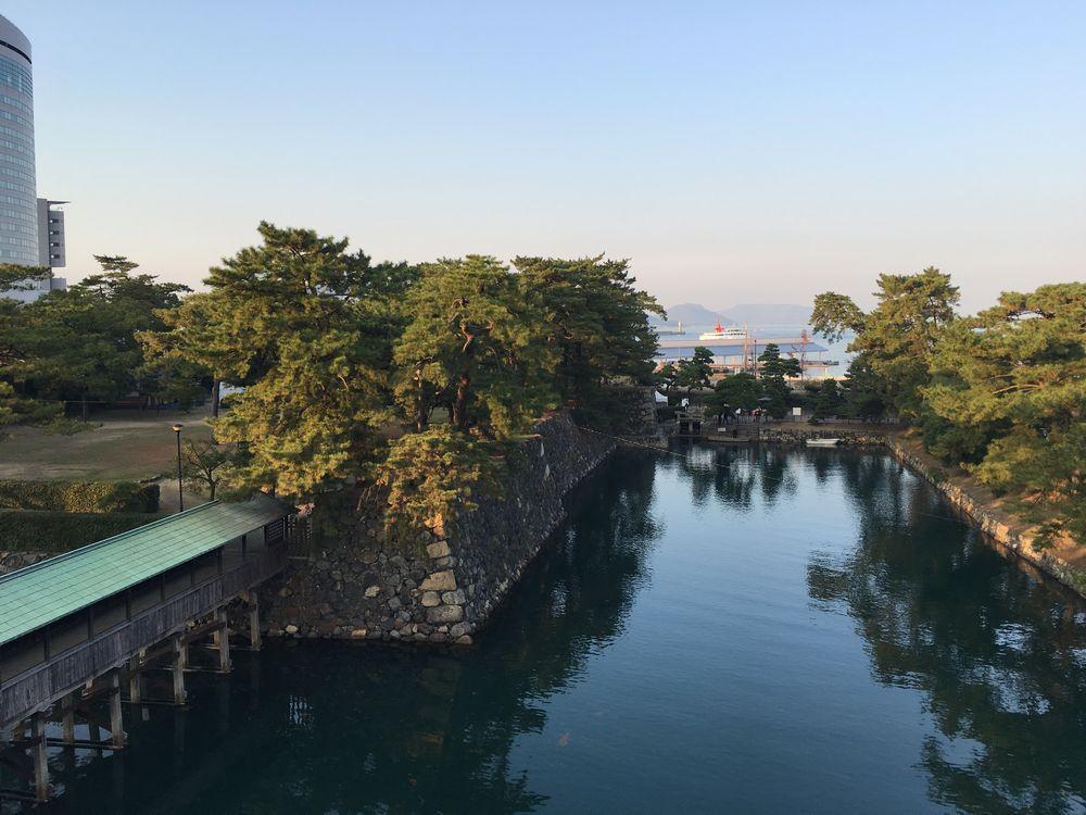 高松城の天守台から瀬戸内海