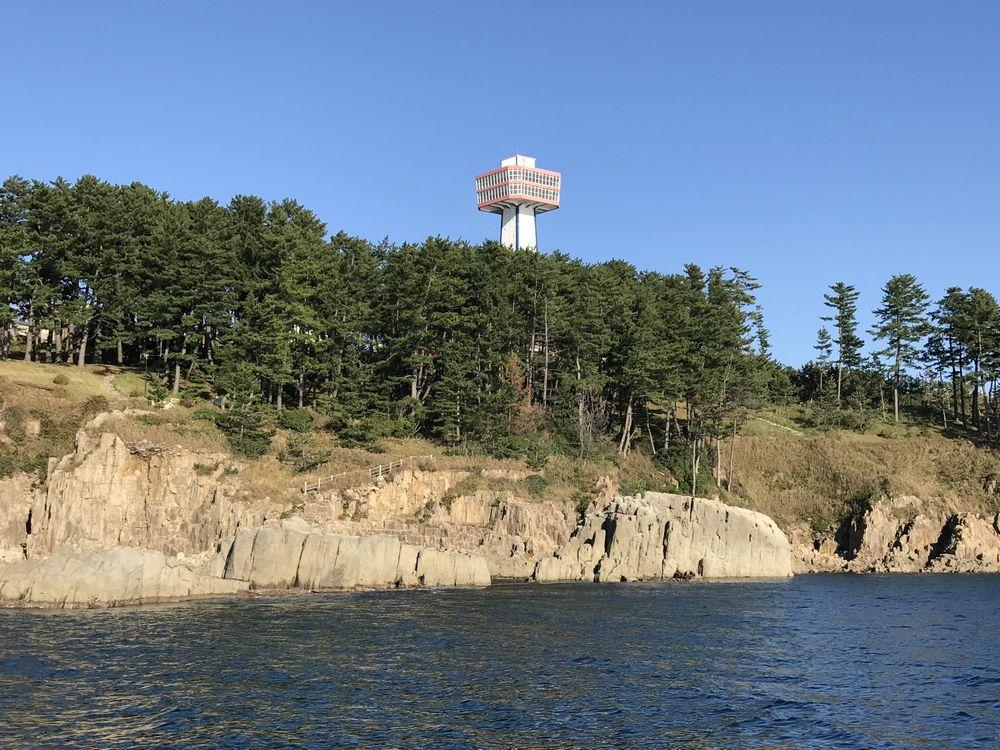 海から見た東尋坊タワー