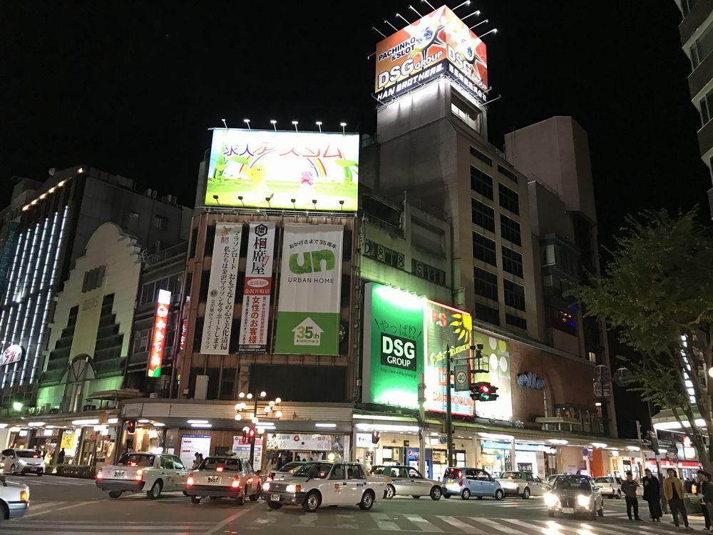 夜の金沢片町交差点