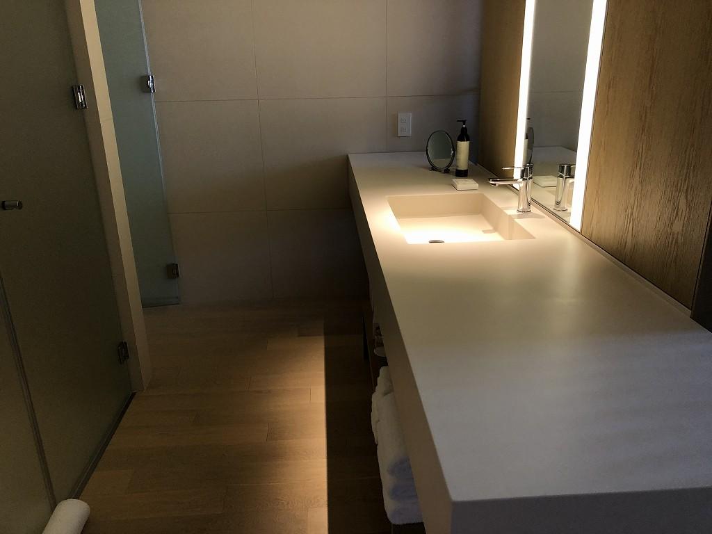 東京エディション虎ノ門のスタジオテラスの洗面台1