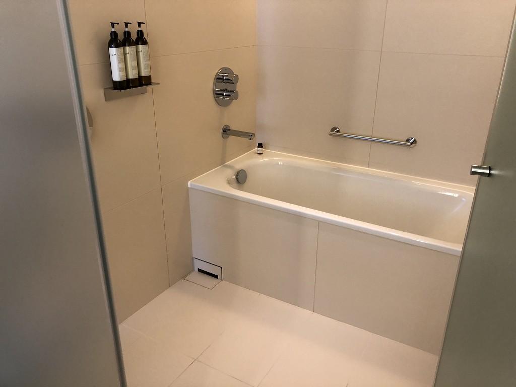 東京エディション虎ノ門のスタジオテラスの浴室