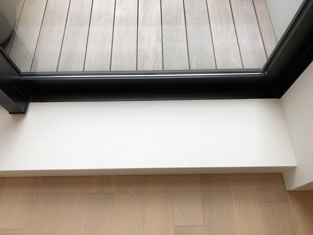 東京エディション虎ノ門のスタジオテラスの部屋とテラスの境目
