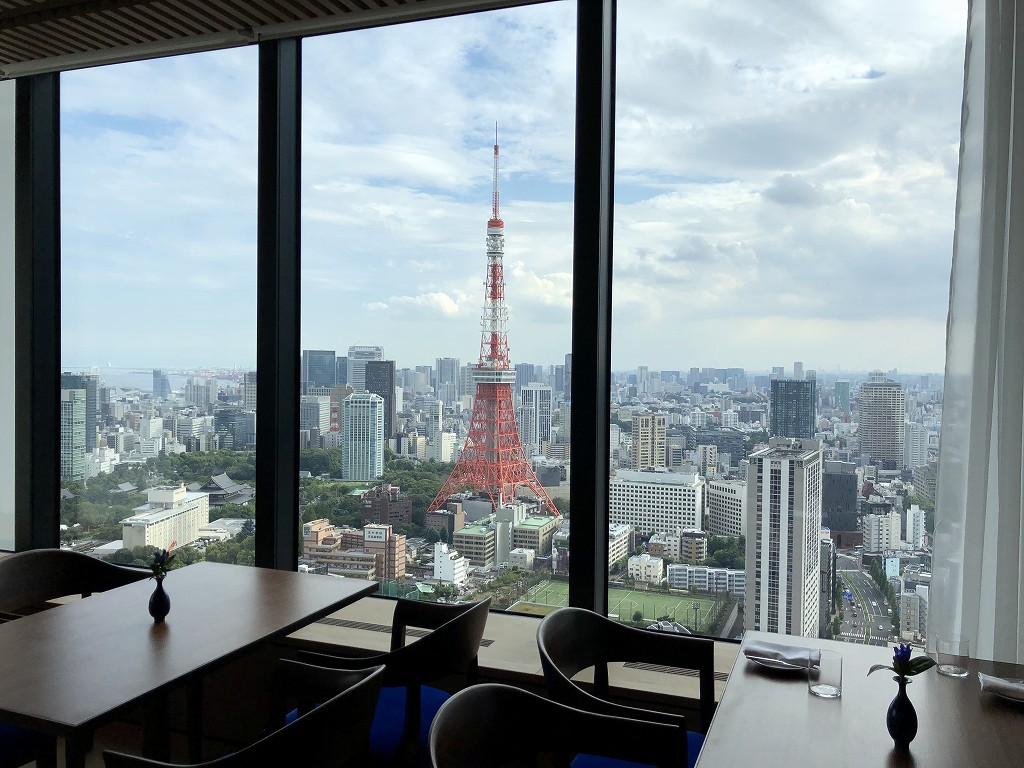 東京エディション虎ノ門のブルーレストランから東京タワー