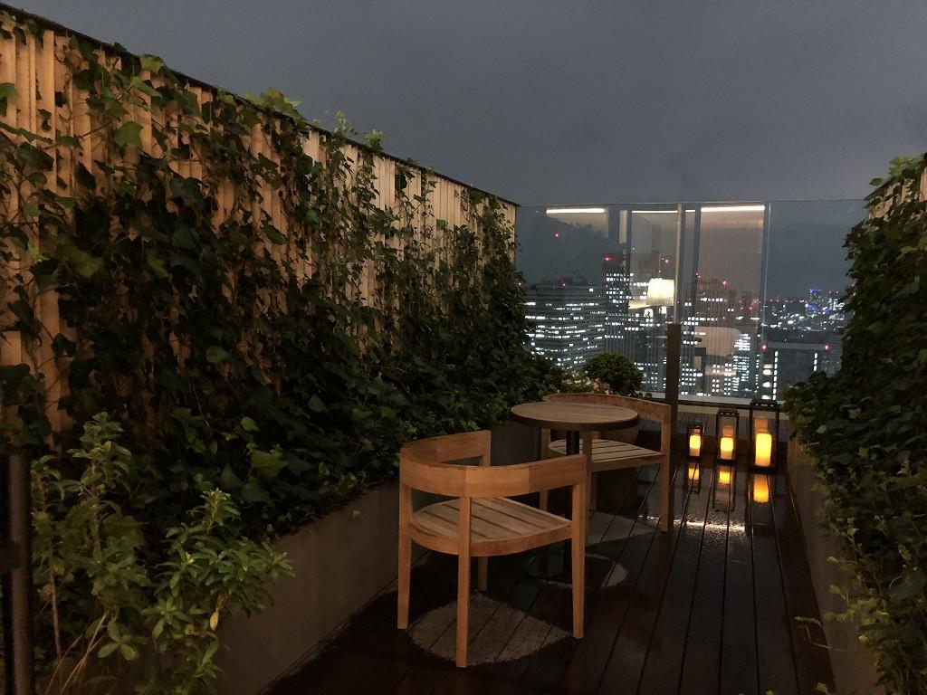 東京エディション虎ノ門の雨のテラス