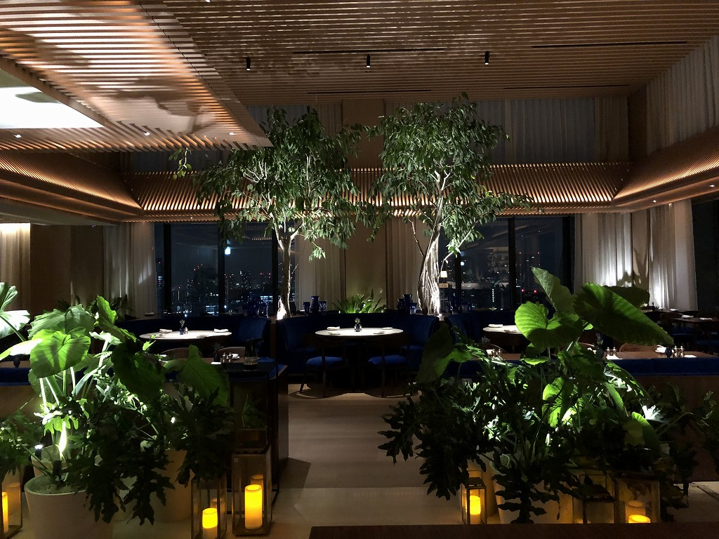 東京エディション虎ノ門の深夜のブルーレストラン
