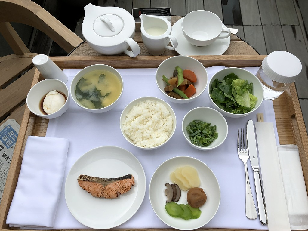 東京エディション虎ノ門のスタジオテラスの朝のテラスで和朝食1