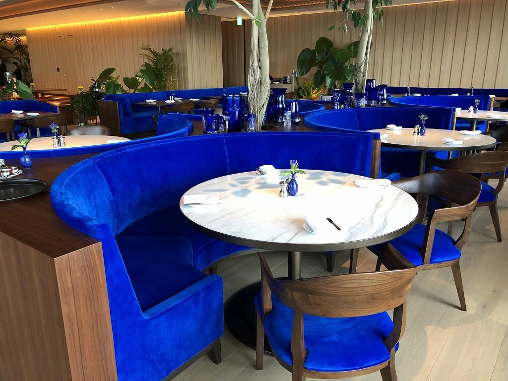 東京エディション虎ノ門のブルーレストランの鮮やかな青2