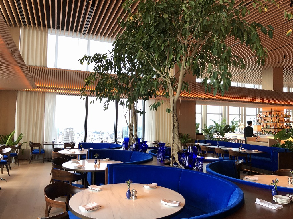 東京エディション虎ノ門のブルーレストランの鮮やかな青1