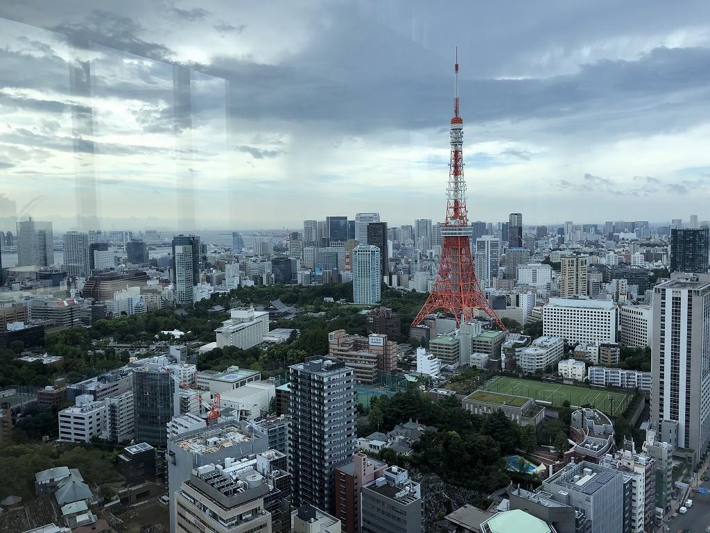 東京エディション虎ノ門のブルーレストランの特等席