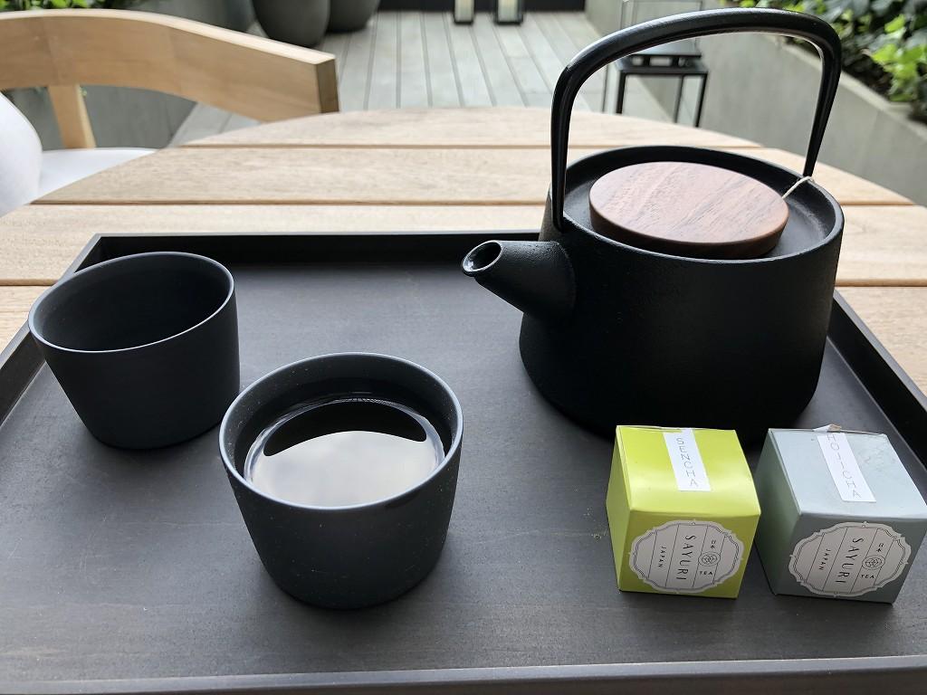 東京エディション虎ノ門のスタジオテラスのテラスでお茶2