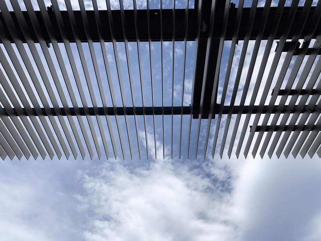 東京エディション虎ノ門のスタジオテラスのテラスの柵状