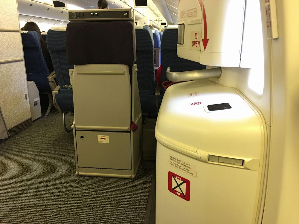 ANA55便の非常口席