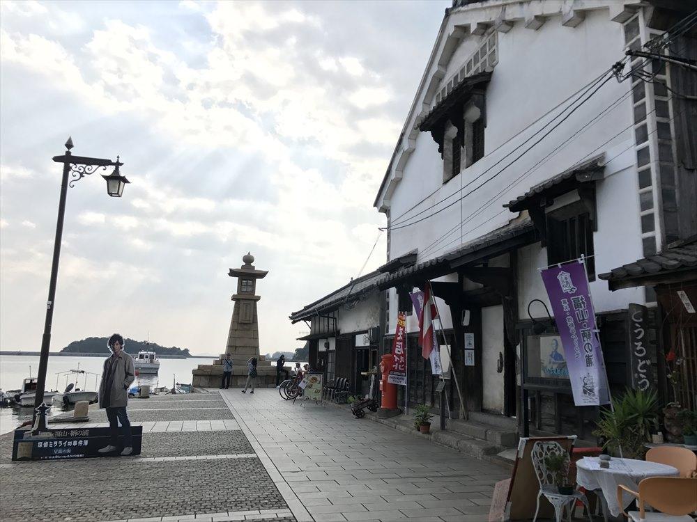 鞆港の雁木と常夜灯1