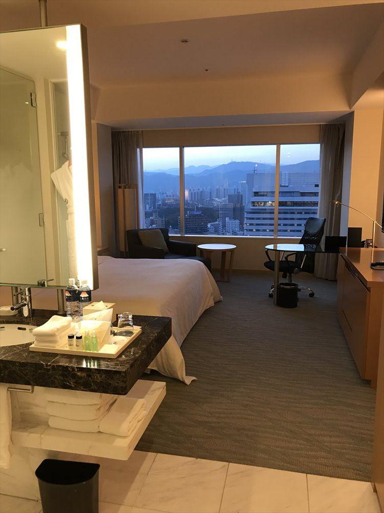シェラトングランドホテル広島のデラックスルーム(窓側)