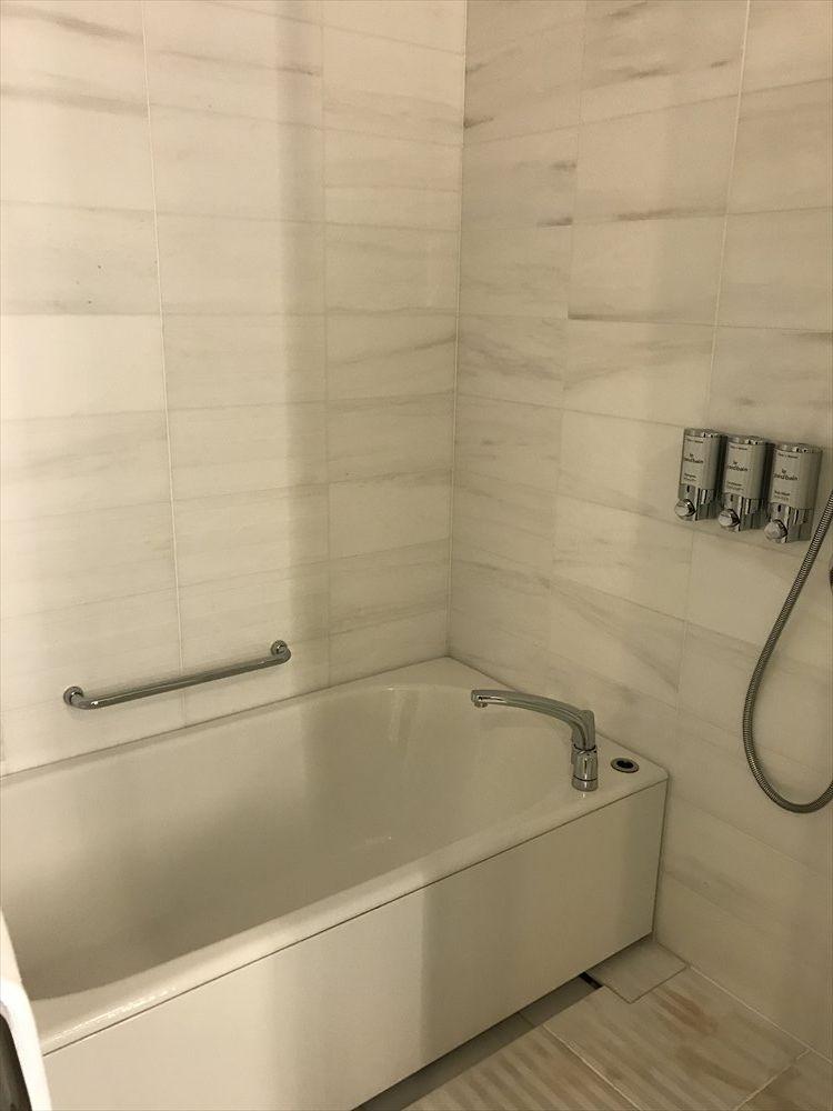 シェラトングランドホテル広島のデラックスルームのシャワー