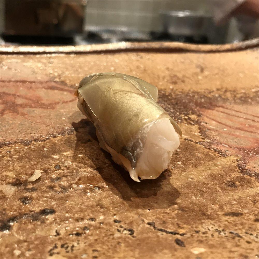 広島の吉鮨の白板昆布付きのサバ