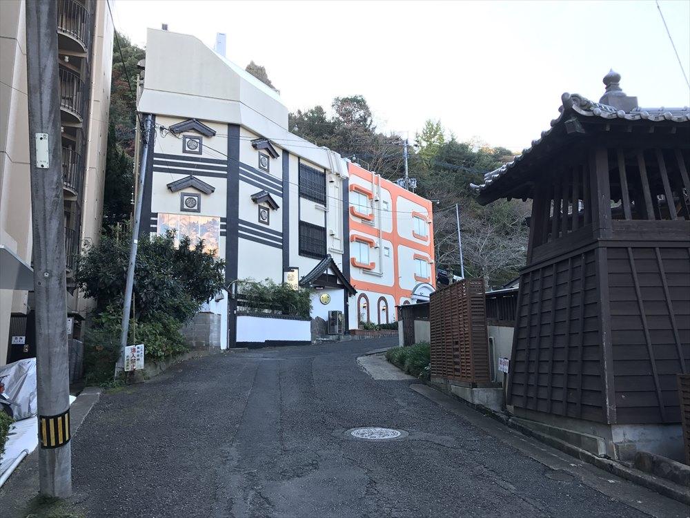 武雄温泉楼門左側の建物