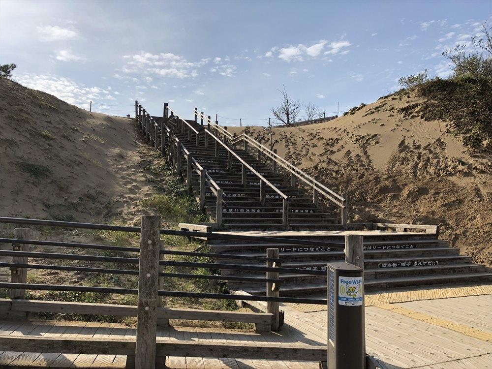 鳥取砂丘への階段