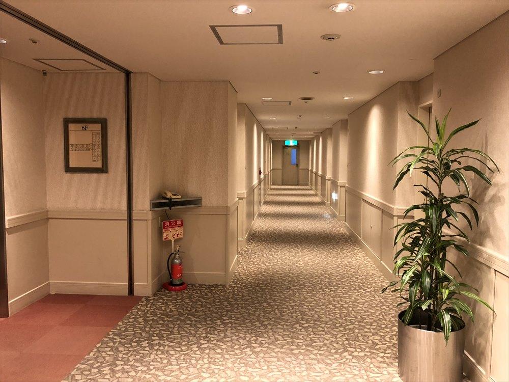 ホテルモナーク鳥取の広い廊下