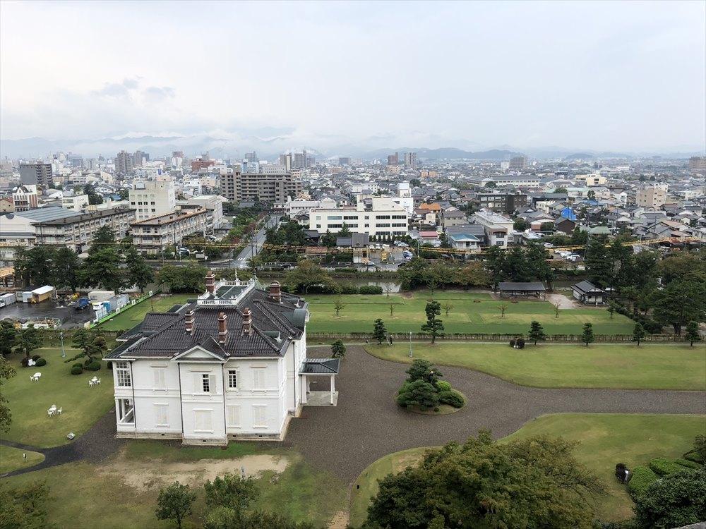 鳥取城の二の丸跡の三階櫓跡からの眺め1
