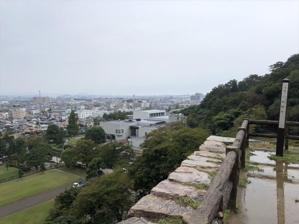 鳥取城の二の丸跡の三階櫓跡からの眺め2