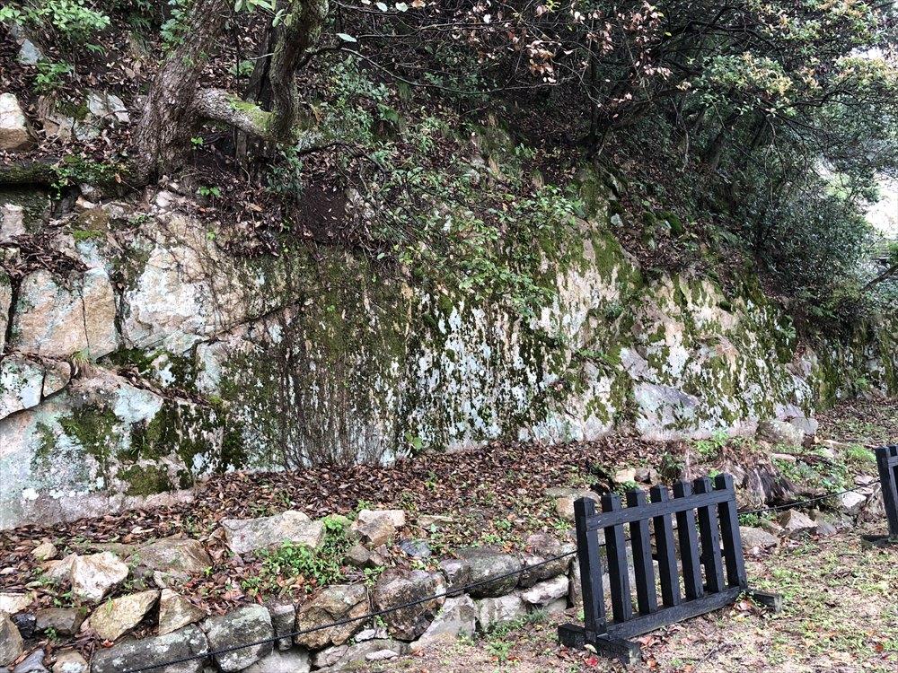 鳥取城の二の丸跡の石切場2