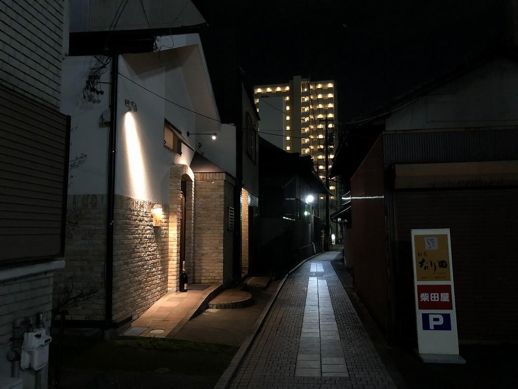 豊田市の割烹 なり田の夜の外観