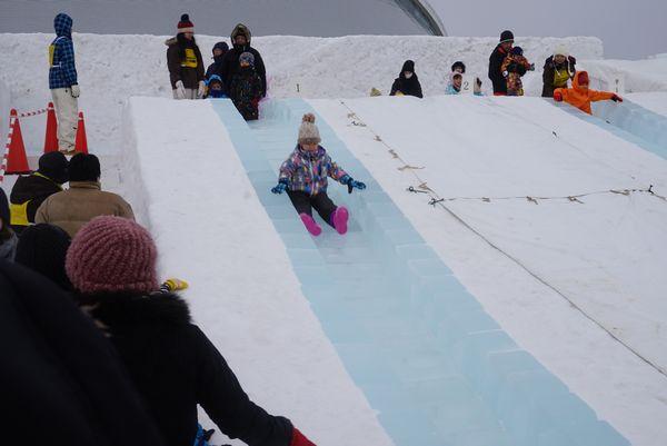 つどーむ会場氷の滑り台画像