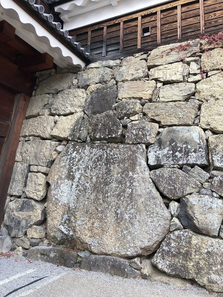 上田城の真田石