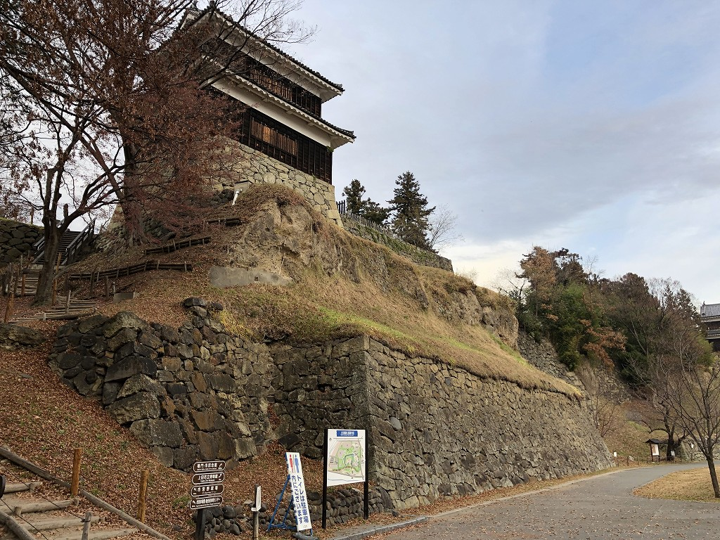 上田城の尼ヶ淵の崖5