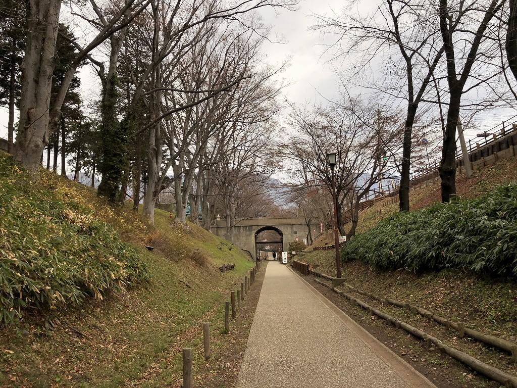 上田城の二の丸橋下の堀1