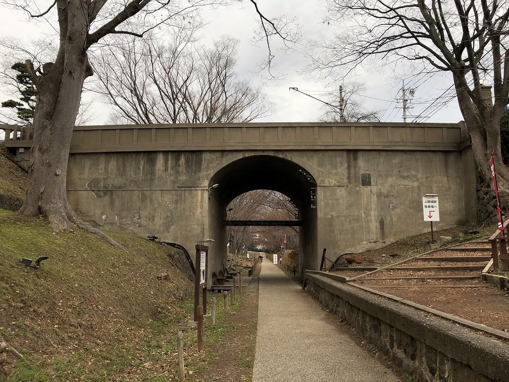 上田城の二の丸橋下の堀2