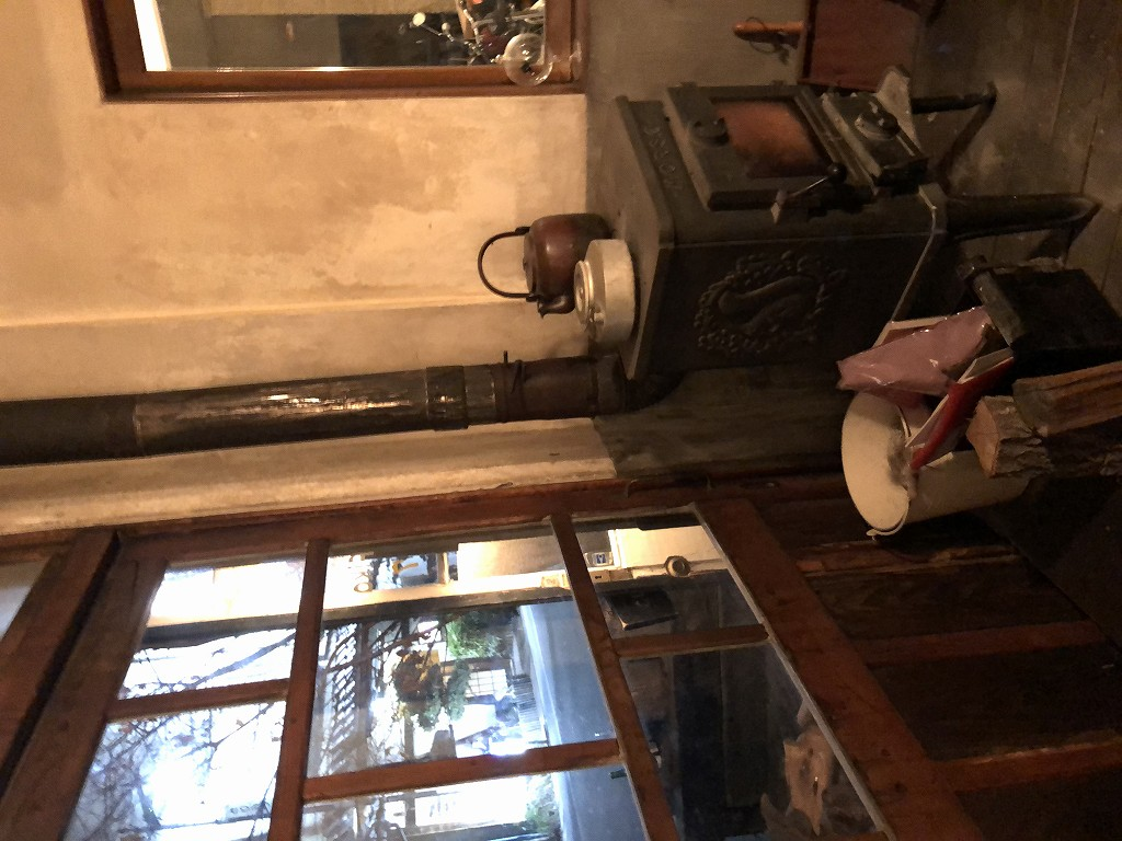 上田の「Fika」の薪ストーブ