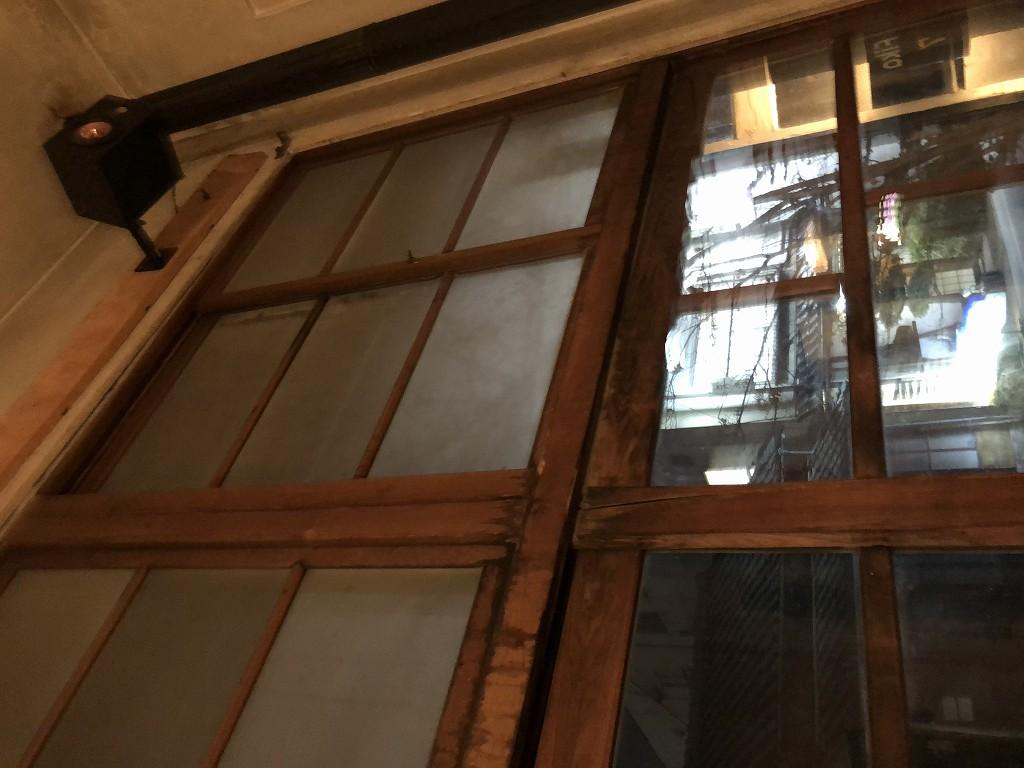 上田の「Fika」のガラス戸