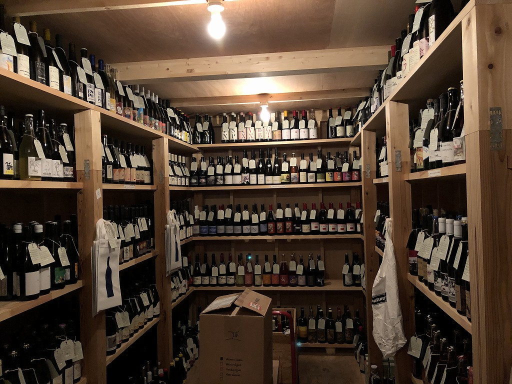 上田の「Fika」のワインセラー