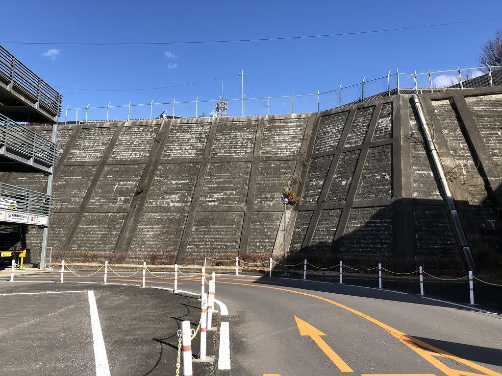 上田駅前の断崖絶壁