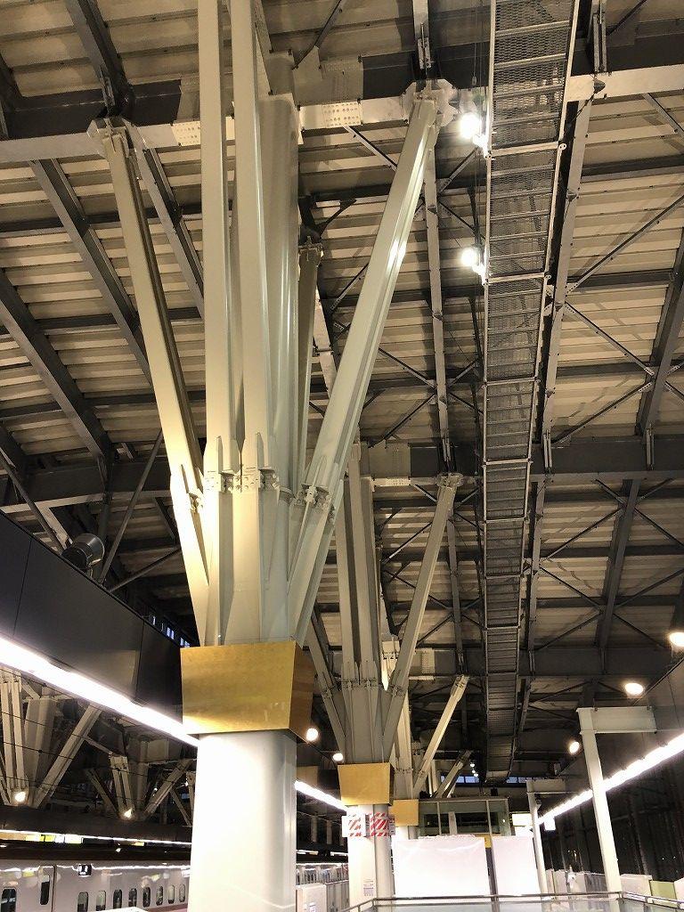 金沢駅の支柱