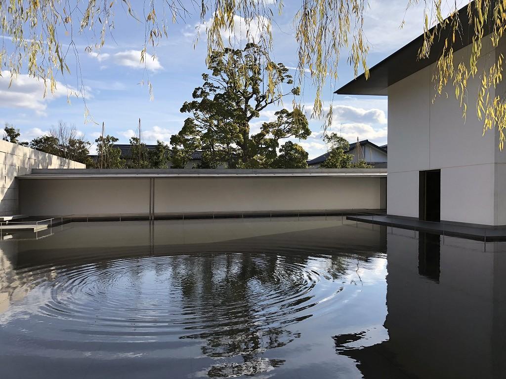 鈴木大拙館の水鏡の庭1