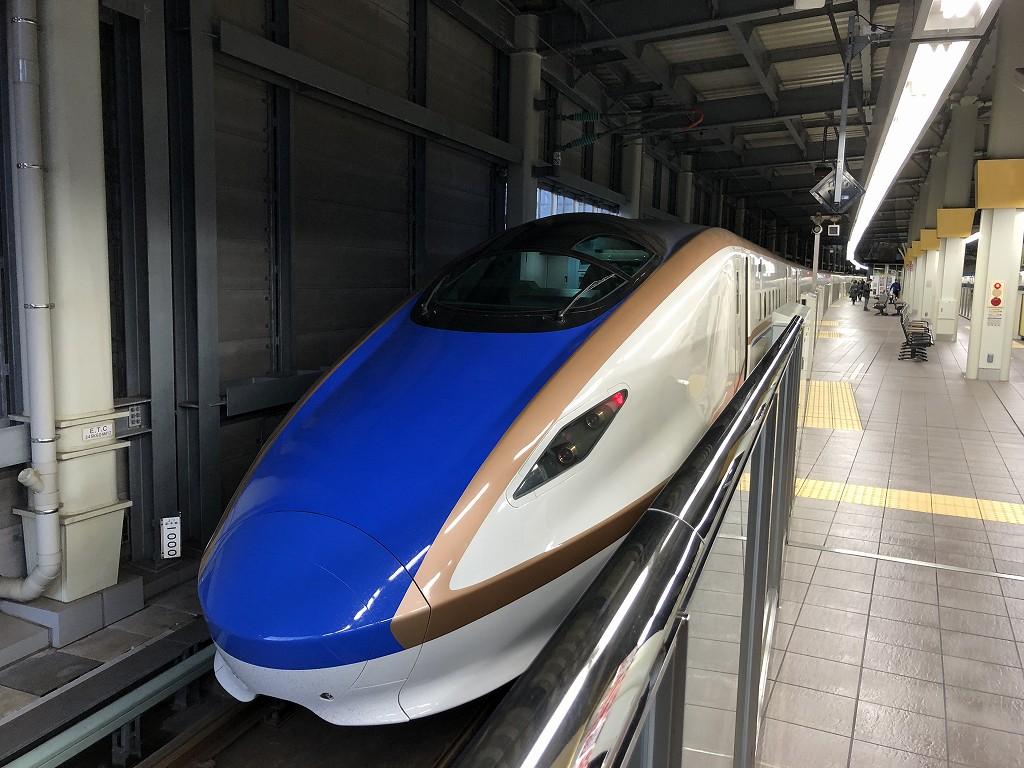 金沢駅に停車中のかがやき512号