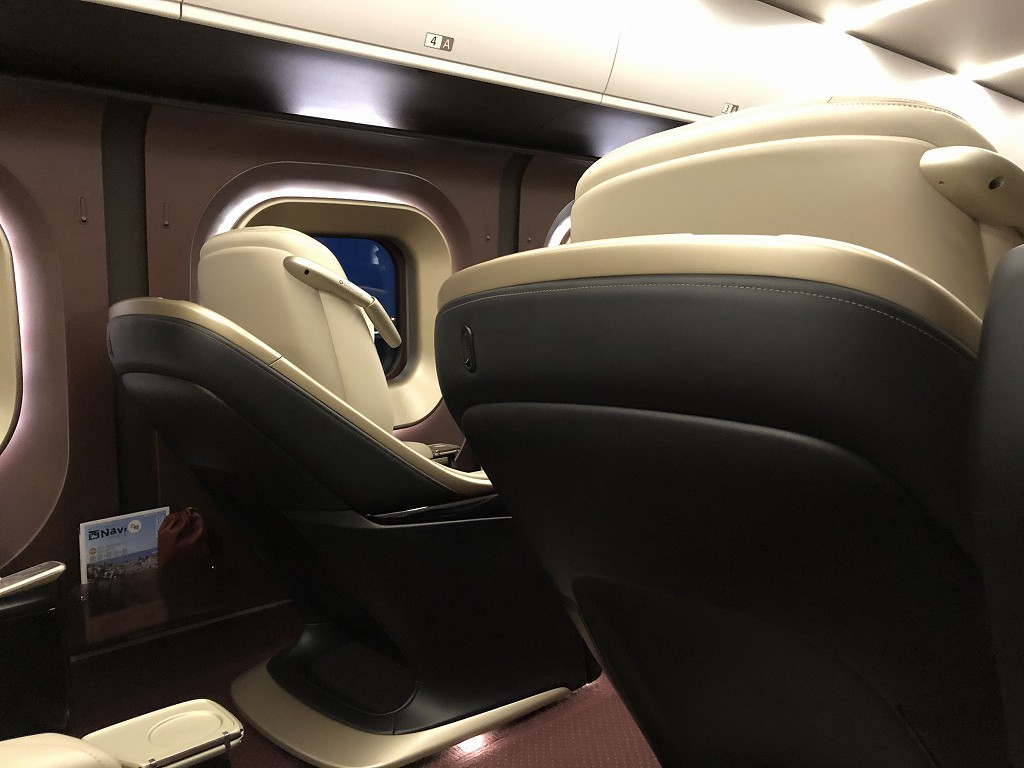 かがやき512号のグランクラスの座席配列