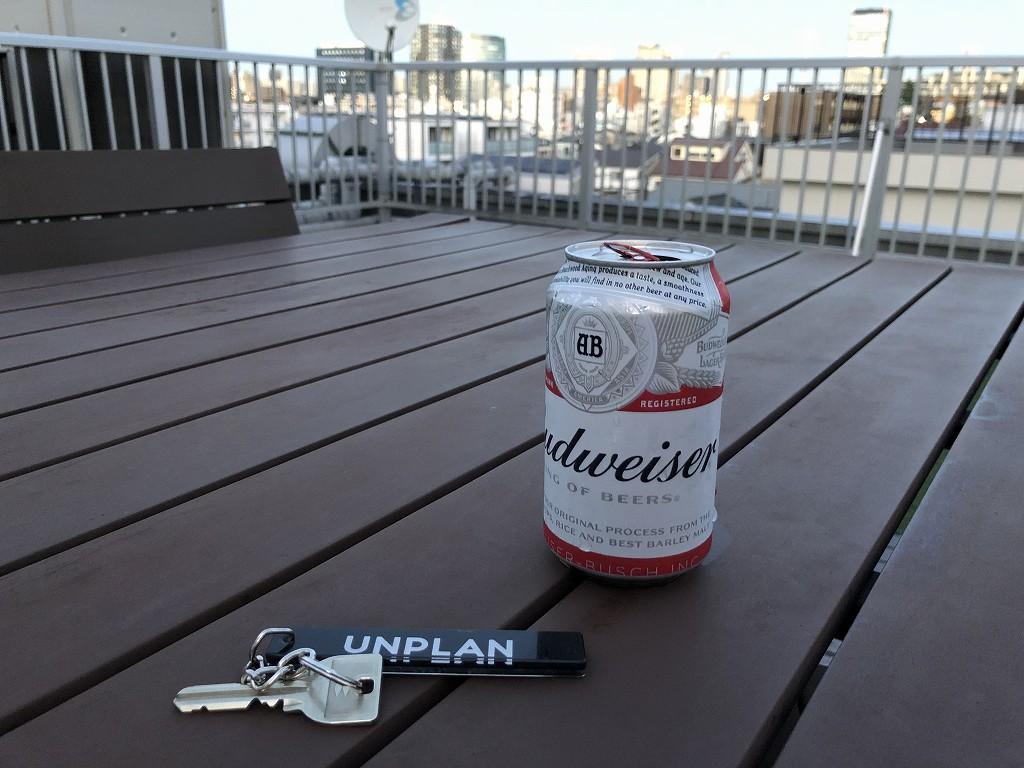 UNPLAN Kagurazakaの屋上スペースでビール1