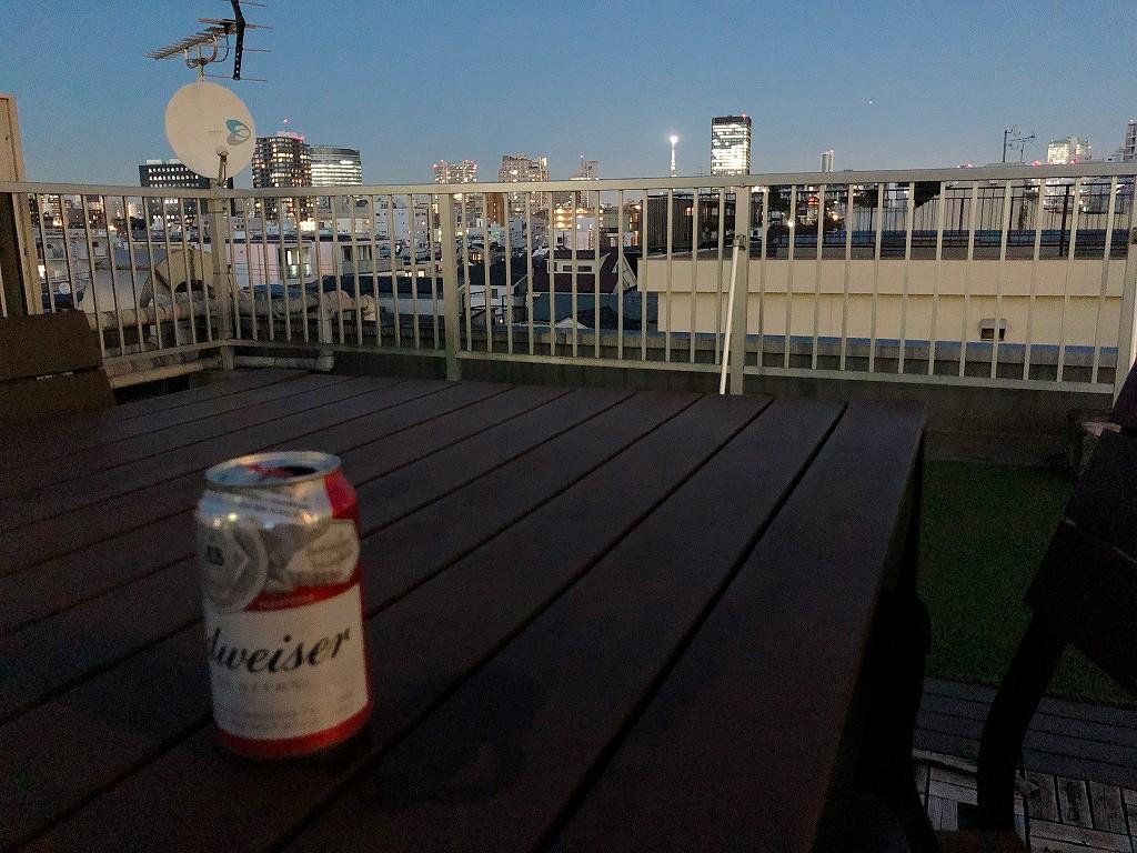 UNPLAN Kagurazakaの屋上スペースでビール2