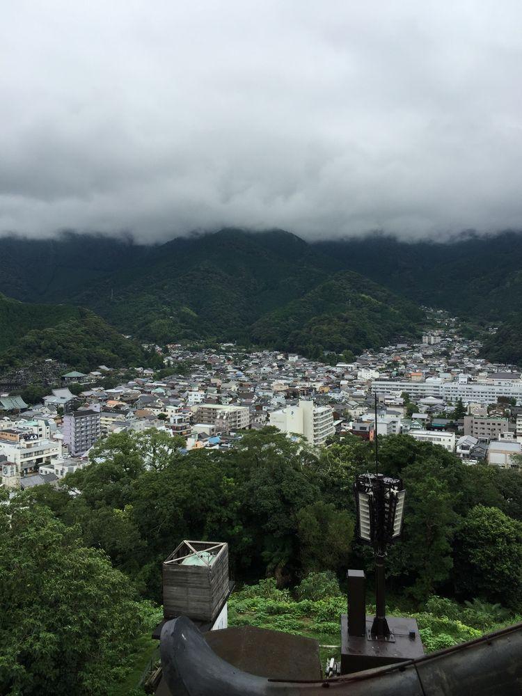 宇和島城から鬼ヶ城連山方面の眺め