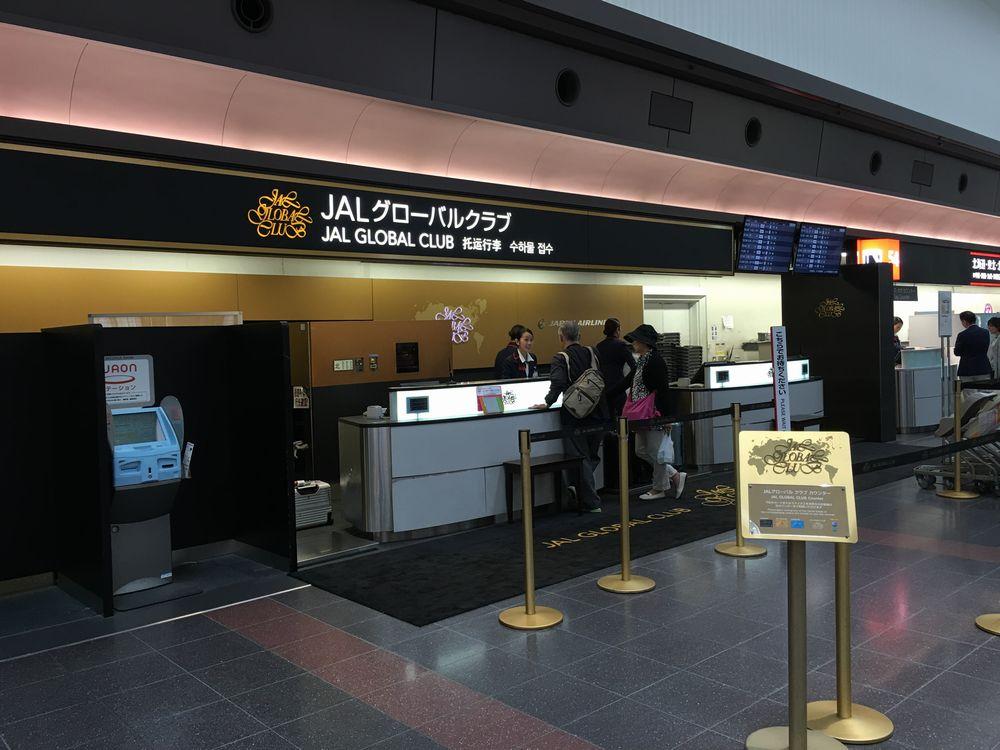 羽田空港のJALグローバルクラブのカウンター